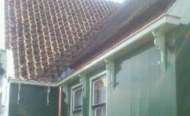Nieuwe dakgoot op huis