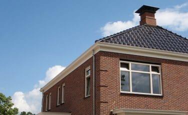 Huis met dubbelwandige beauty dakgoot
