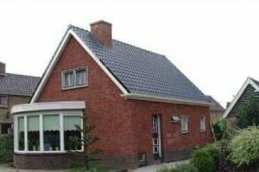 Huis met rustieke dakgoot 190
