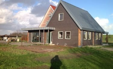 Huis met zinken fels dak
